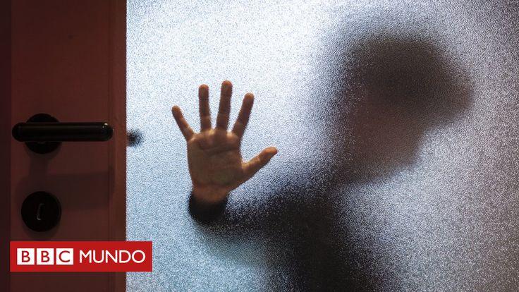 """Lo denunció sin compasión, hizo bien, y se requiere de valor. Curiosamente vi un episodio muy parecido en la serie de Unidad de Víctimas especiales, la diferencia es que la esposa tardo en admitir el hecho, no lo podía creer. (Benjamín Núñez Vega)  """"La imágenes eran angustiantes"""": la diputada australiana que denunció a su esposo por tener pornografía infantil en casa - BBC Mundo http://www.bbc.com/mundo/noticias-41196548"""