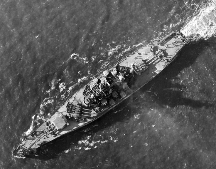 Американский линкор «Индиана» в заливе Пьюджет-Саунд. 1944 г.