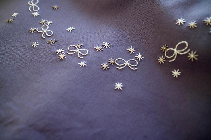 いいね!131件、コメント1件 ― ここさん(@coco8949)のInstagramアカウント: 「すみれ色に白霞がかかったような美しい色の生地 . 日暮里ワークショップ後の楽しい気持ちが反映された生地仕入れの一枚(^.^) . #刺しゅう #刺繍 #embroidery…」