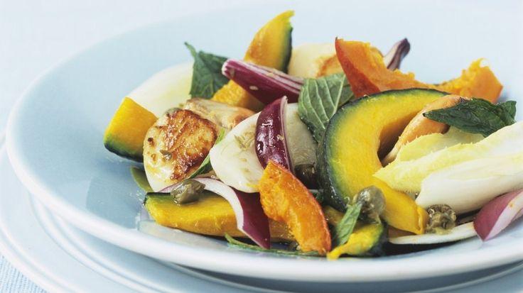 Leckerer Kürbis gibt diesem Salat den gewissen Pfiff: Herbstsalat mit Kürbis | http://eatsmarter.de/rezepte/herbstsalat-mit-kuerbis