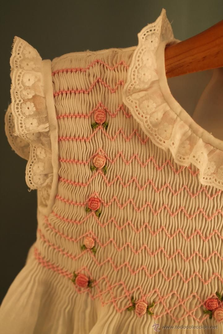 Beautiful smocking on girl's dress in white batiste with collar, sleeves and hem in Swiss lace.