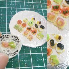#クラッカー #カナッペ 盛り合わせ (銀皿が(-.-)) 説明書いちゃいます! チーズ+ #干し葡萄  #チーズ + #キウイ  #ミニトマト #スモークサーモン +ケッパ #アボカド + #クリームチーズ  アボカドディップ #生ハム + #パイナップル  #ミニチュアフード #miniaturefood  #cracker #cheese #raisin #kiwi #tomato  #smokesalmon #avocado #pineapple #ham  #ハンドメイド #handmade  #ミニチュア #miniature  #樹脂粘土 #claymodeling