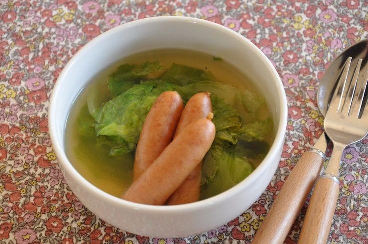 ウインナーの旨みが出て、それをレタスがしっかり吸い込んで、簡単なのにとってもおいしいスープ煮です。  朝ごはん・昼ごはん・晩ごはん、シーンを選ばずに使えるおかずです。