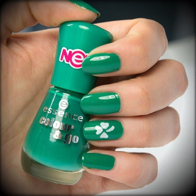 check out our #stpatricksday inspired #naildesign! :) are you wearing green today, too? #nailart #nailpolish #nails #nailstagram #nagellack #essence #irish