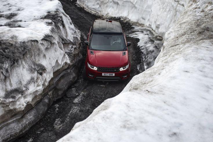 Land Rover doet coole stunt met Range Rover Sport in Zwitserse Alpen