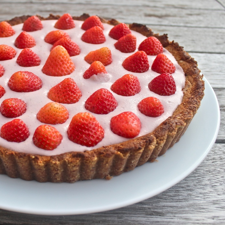 Strawberry cream pie: gluten free, dairy free, sugar free, vegan