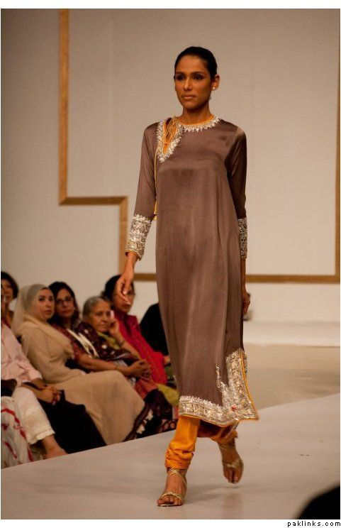 This piece was later seen worn by actress Mahira Khan on Hum TV interview