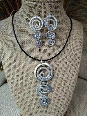 All jewelry is made of aluminum using recycled metals. Bracelets: SMALL fits 7 i…   – WireArt