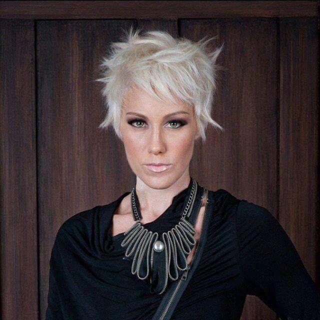 Épinglé par Lyne Tremblay sur Coiffure courte Cheveux