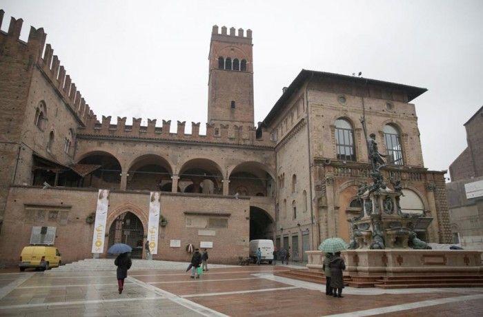 Palazzo di Re Enzo in Piazza Nettuno a Bologna