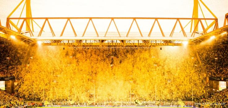 Borussia Dortmund // Leuchte auf, du gelbe Wand! //  Shine on you yellow wall!