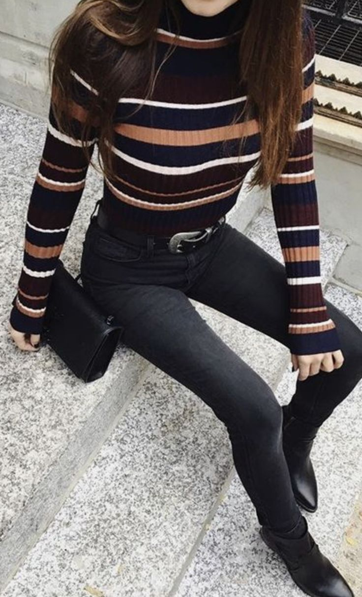 Stripped sweater and black skinnies | 90s inspired fashion