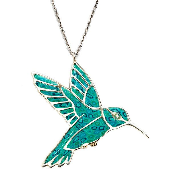 Hummingbird Necklace - Handmade Bird Jewelry - Polymer Clay Charn - (360 BRL) ❤ liked on Polyvore featuring jewelry, necklaces, accessories, pocahontas, pendant necklace, flower pendant necklace, peace sign pendant necklace, wing pendant and clay pendants