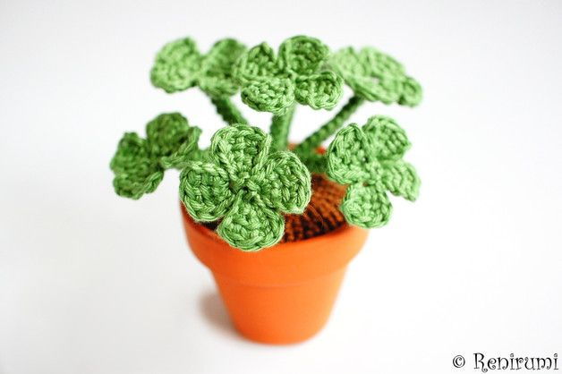 Häkelanleitung für Amigurumi Klee im Topf / cute diy crochet instruction: little lucky four-leaf clover, amigurumi by Renirumis Kleinigkeiten via DaWanda.com