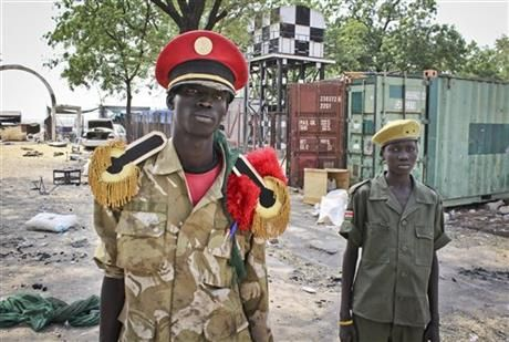 In this photo taken Wednesday, Feb. 26, 2014, rebels proclaiming to be part of the Nuer tribe's infamous 'White Army' stand in the grounds of the hospital in Malakal, South Sudan. (AP Photo/Ilya Gridneff) ▼27Feb2014 AP|Scenes of death in South Sudan: 'No humanity here' http://bigstory.ap.org/article/scenes-death-south-sudan-no-humanity-here #southsudan #soudandusud #Malakal #South_Sudan #Sudan_del_Sur #Soudan_du_Sud #Suedsudan