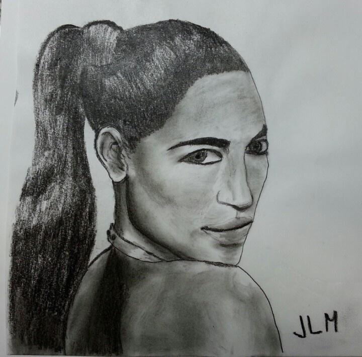 Mujer en carboncillo