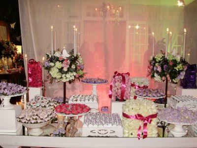 Mesa de doces e guloseimas para Festa de 15 anos