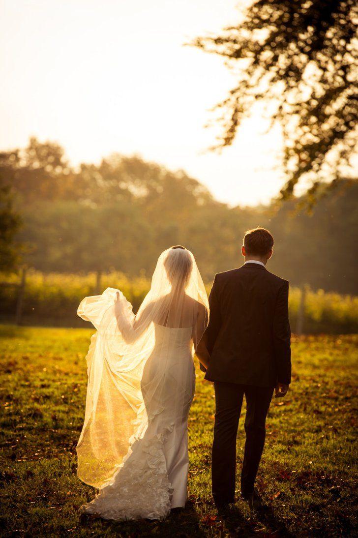 Pin for Later: 23 Hochzeitsfotos, die euch und euer Brautkleid so richtig in Szene setzen 21. Im Sonnenuntergang Quelle: Susan Stripling Photographer via Style Me Pretty
