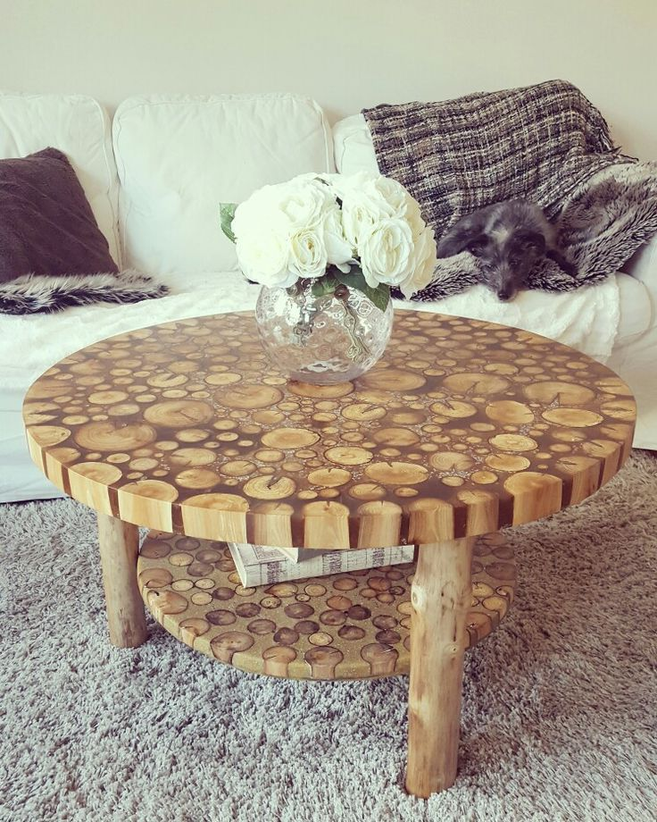 Home made table in our living room made by my boyfriend ❤.