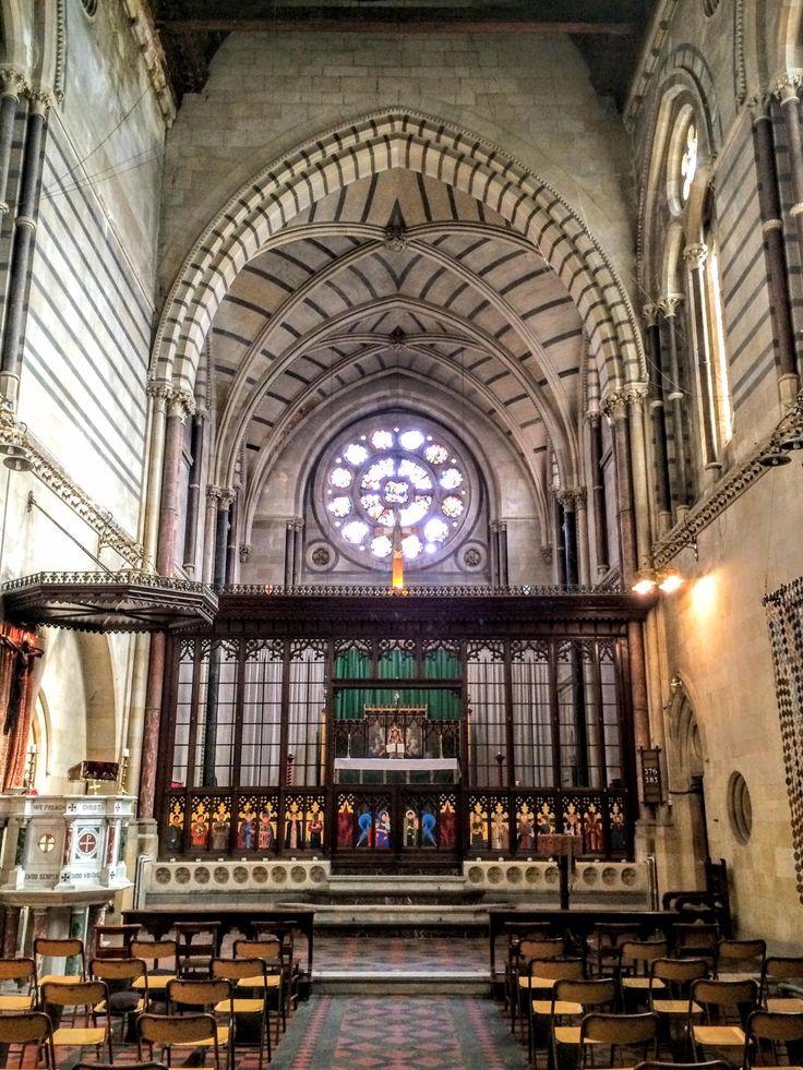 Kırım kilisesi/Beyoğlu/İstanbul/// Anglikan kilisesidir. İngilizlerin Kırım Savaşı'nın ardından bu olayın anısına yaptırdıkları kilisedir. 1868 yılında yapılmıştır. Mimarı C.E. Street olan kilise 24 Mayıs 1998 tarihinde 1. derece kentsel sit alanı olarak tescillenmiştir.