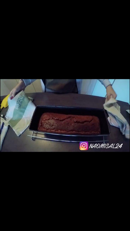 Baking time: Herbalife Brownie-Cake😍  Recept: 🔸F1 Chocolade 3 scheppen 🔸Cacao nibs 90 gram 🔸Speltbloem 100 gram 🔸Kokosbloesem suiker 80 gram 🔸Vanille stokje/ (half zakje vanille suiker) 🔸Kokosolie 30 ml 🔸Soja amandel yoghurt 240 ml 🔸Bakpoeder 1 koffielepel 🔸Eieren (2)  Mixen en 40 min bakken op 160° TIP: best een andere bakplaat/vorm gebruiken om het mengsel in te gieten, bakt iets minder goed in een bakvorm.   Simple as that🙌🏼