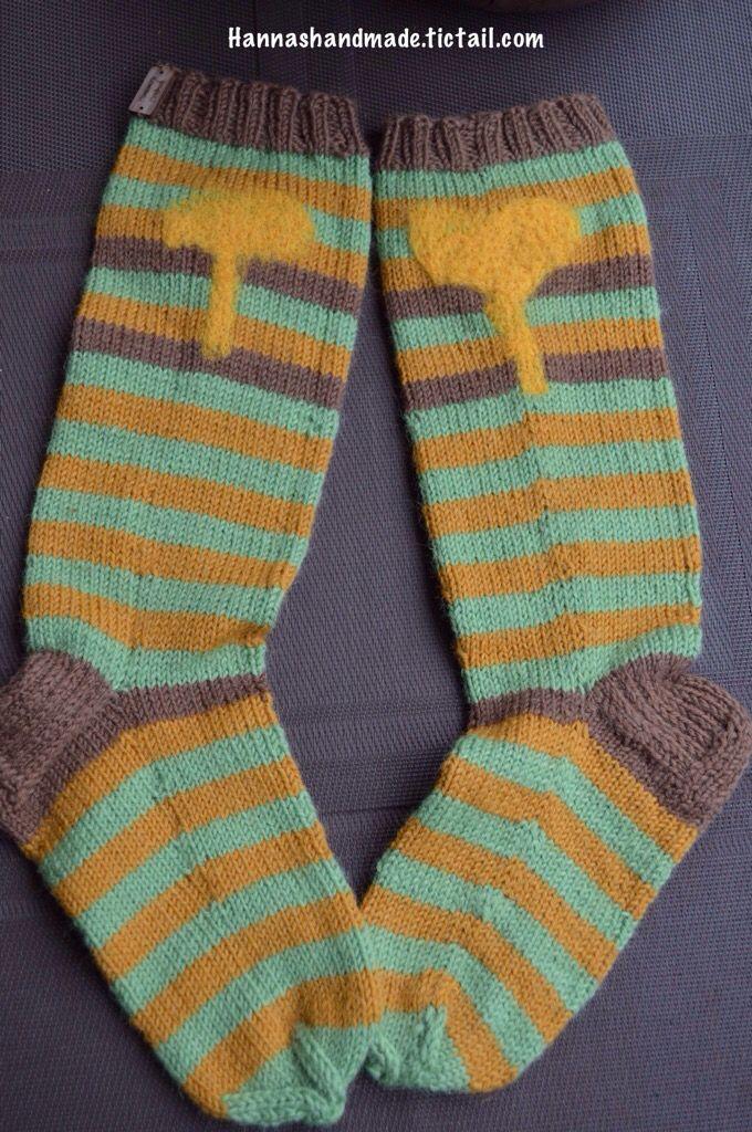 Handmade Woolen socks with felted mushrooms. Käsintehdyt villasukat huovutetuilla kanttarelleilla. #madeinfinland #warmlegs #handmade #woolsocks #forsale #webshop