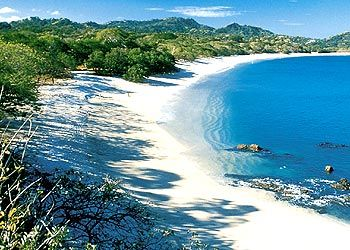 Playa Conchal , Costa Rica es un lugar hermoso para visitar . La arena se compone de forma natural triturado hasta conchas marinas.