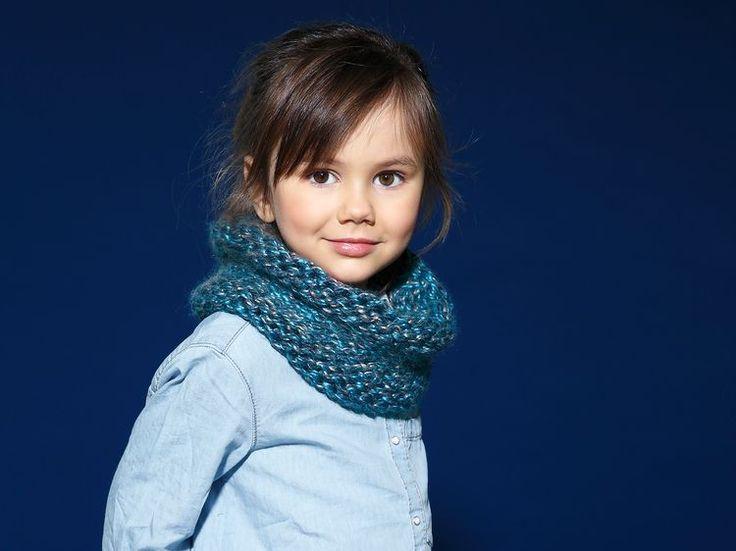Tricotez un snood pour vos enfants, ce modèle tout simple au point jersey et côtes 2/2 est facile à réaliser même pour les débutantes. Ici, on utilise...
