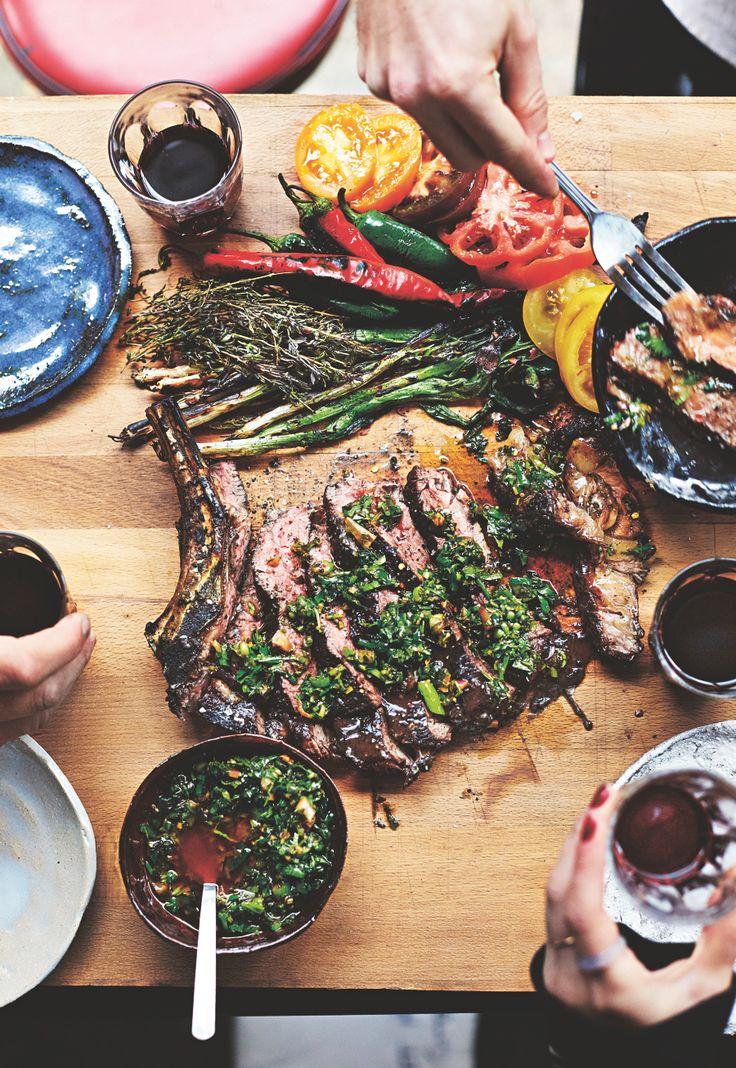 Het nieuwe boek Breddos Tacos staat vol met taco- en tostadarecepten en allerlei heerlijke bijgerechten, basisrecepten, sauzen en drankjes. Wij mogen alvast een lekker recept delen: ribeye met tomaten, geroosterde lente-ui & salsa. Tip: vraag je slager om ribeye steak met bot die minstens 28 dagen heeft gerijpt. De steak is het lekkerst wanneer je hem bereidt op …