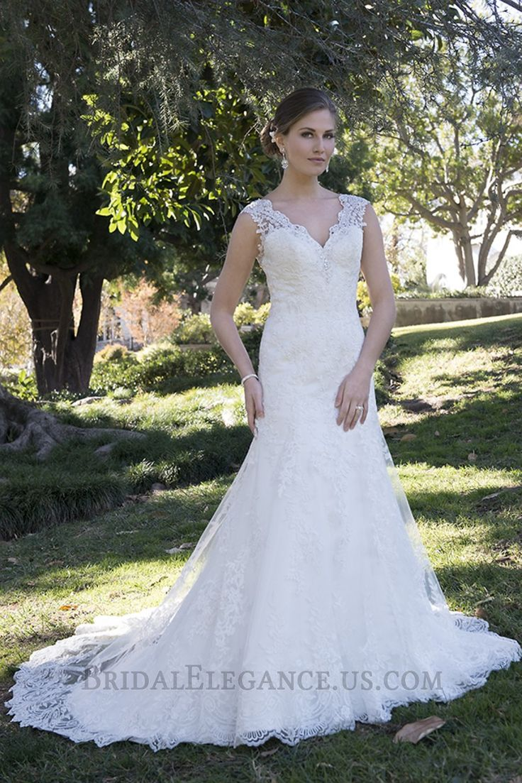 Romantic Lace Train Sheath Wedding Gown