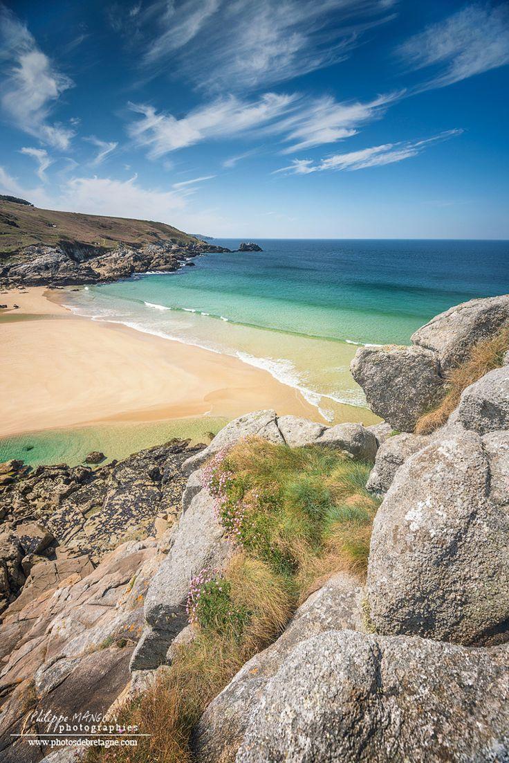 La Pointe du Millier au Cap Sizun dans le Finistère. Une réserve naturelle de plus de 62000 hectares protégée par le Conservatoire du Littoral. Du haut des falaises, de magnifiques points de vue sur la côte et la mer d'Iroise.