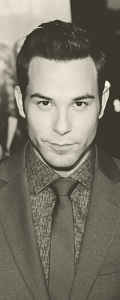 Skylar Astin is a major dork but I totally crush him hahaha