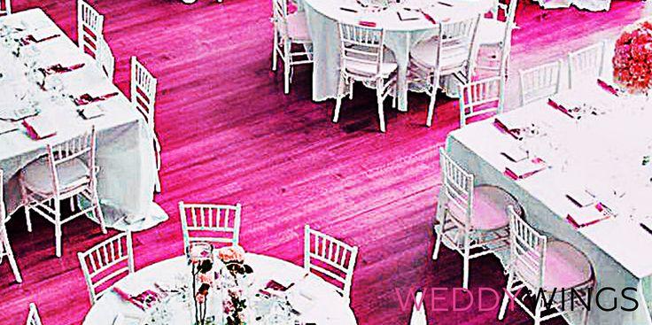 КАК ВЫБРАТЬ РАССТАНОВКУ СТОЛОВ  Своим невестам мы советуем вариант расстановки столов исходя из количества приглашенных, а также размера, конфигурации и прочих особенностей зала.   Мы оцениваем площадку: степень удобства расстановки, планируемое оформление зала, сочетание расстановки с тематикой свадьбы, активность твоих гостей, наличие приглашенных музыкантов, артистов.