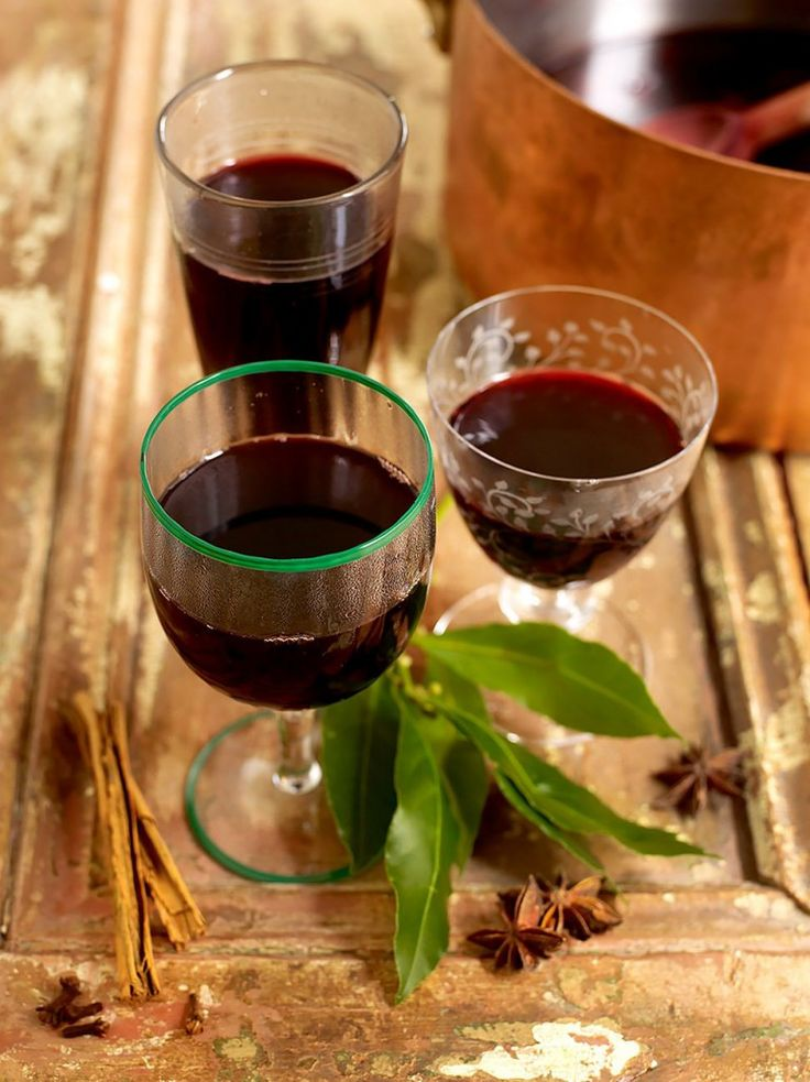 Classic mulled Wine | Winter Wedding Drinks Ideas for your No Corkage Reception | The West Mill Venue - www.thewestmillvenue.com