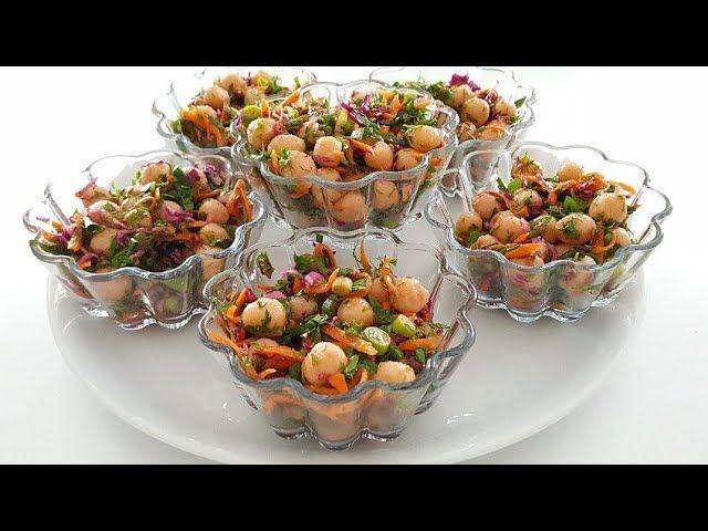 Lezzetli salata tariflerinden bugün sosyete kısırı hazırladık. Nasıl yapıldığı baştan sona malzeme listesi ile birlikte veriliyor. Kısır tariflerinden sosy