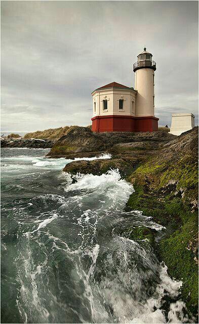 VIDA Statement Clutch - Maine Lighthouse by VIDA fkWg5D63VI