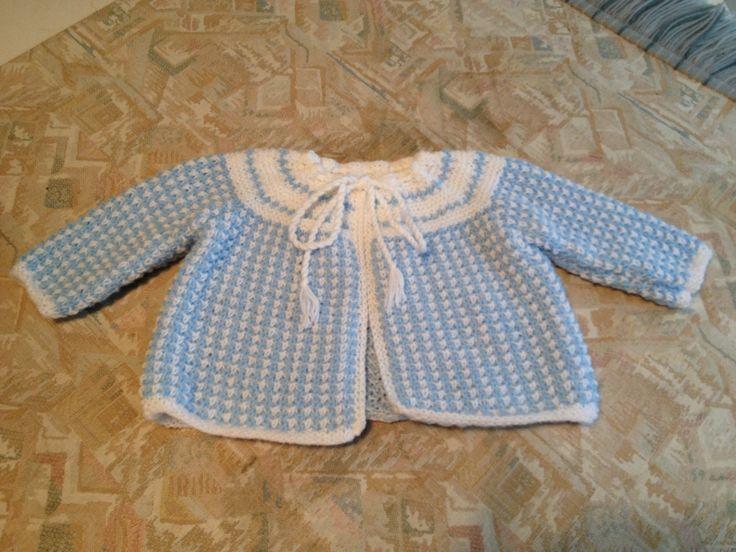 Blue & white hand knitted baby jacket - Blauw & wit handgebreid babyjasje
