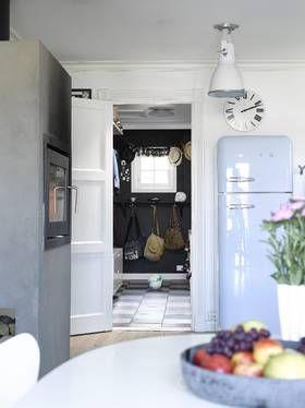 PEIS: Tilbygget fra 70-tallet inneholder viktige bruksrom, som kjøkken. Rørpipen ble enkelt montert på. Muren er sevtegnet. Peisen brukes nesten hele året.