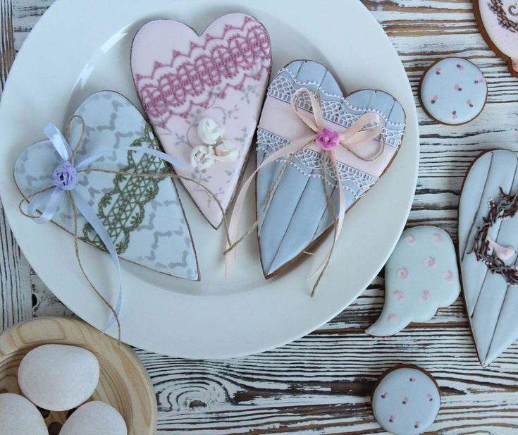 «Конечно же,  сердца мы тоже будем делать на мк и к 14 февраля такие нежные сердечки тоже доступны к заказу 89832848111  #теснаякухня #тесная_кухня…»