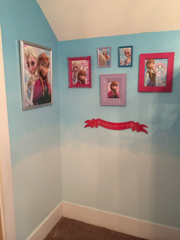 Disney Frozen girls bedroom picture arrangement.