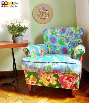 Love that all these colors work so nicely on this chair.  I want it. ♥