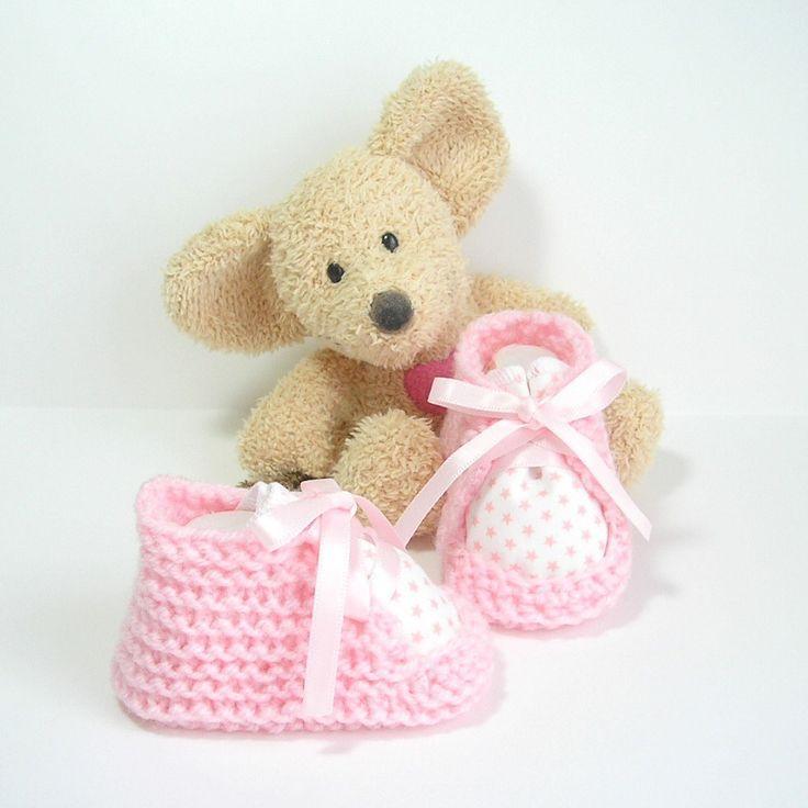 Chaussons bébé blancs et roses avec tissu étoiles 0-3 mois Tricotmuse : Mode Bébé par tricotmuse