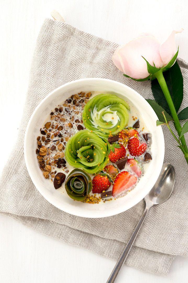毎日の朝食、あなたは何を食べているの?トースト1枚やコーヒーだけなどの、質素な朝食は人の幸福度を下げてしまいます。研究の結果から朝ご飯を食べなかったり、レパートリーの少ない人は幸福度が低いことが判明したのです。朝食で幸福度を下げてしまうのはもったいない。幸福度を高める一週間の朝食レシピをご紹介します♪