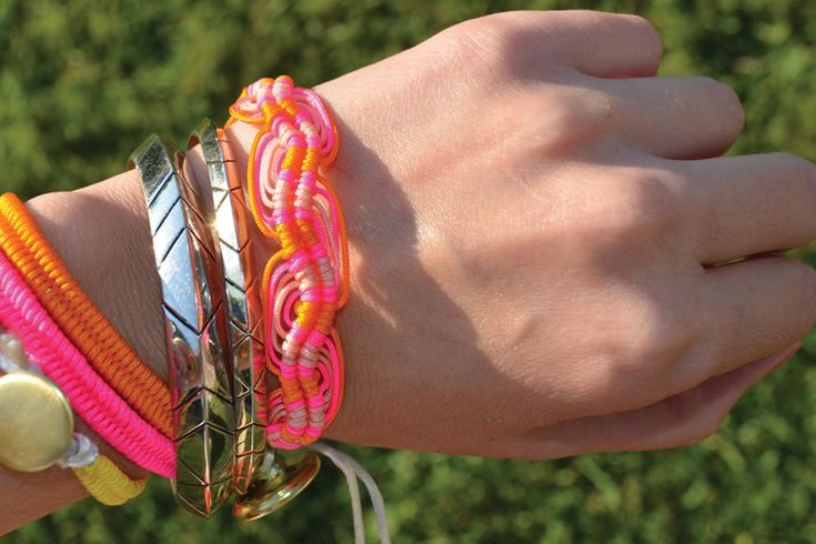 One of the easier, cuter friendship bracelets I've seen. I can't wait to try it!