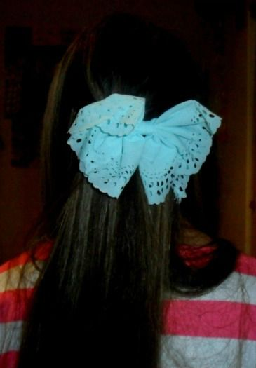 A blue hair bow.