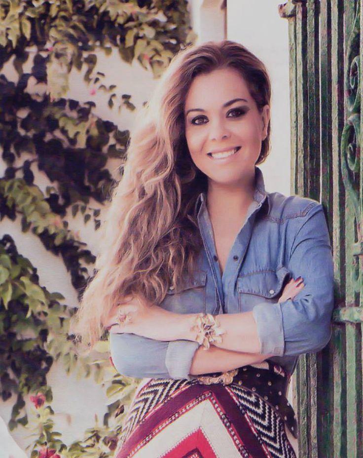 revista HOLA del 21 de enero de 2015 con Jesulín de Ubrique y Maria José Campanario en portada.   Maria José lleva nuestra #pulsera y #anillo de la útlima colección! Rocio Porres Joyas - www.rocioporresjoyas.com