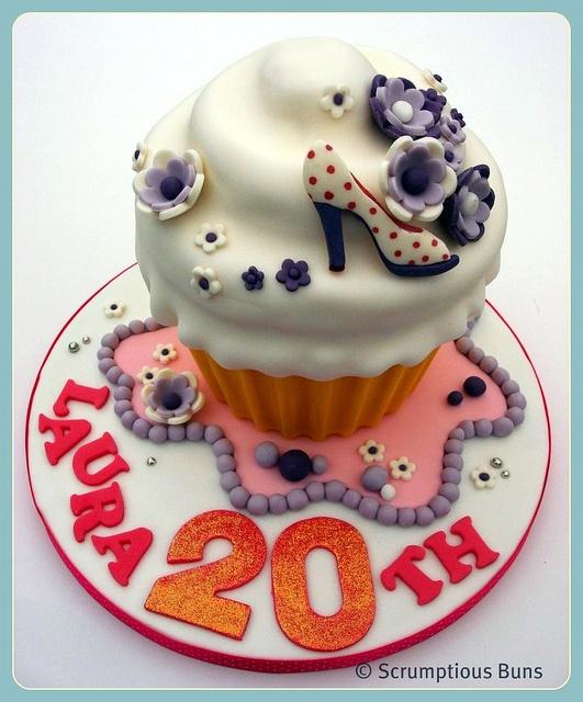 this site has heaps of gorgous giant cupcake cakes