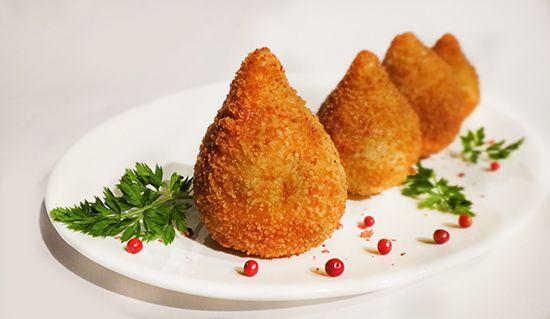 Кошинья – бразильские куриные крокеты (Brazilian Coxinha) курица, сыр фета, заварное тесто, хлебные крошки