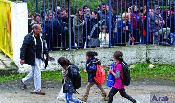 Greek police escort refugee children to school
