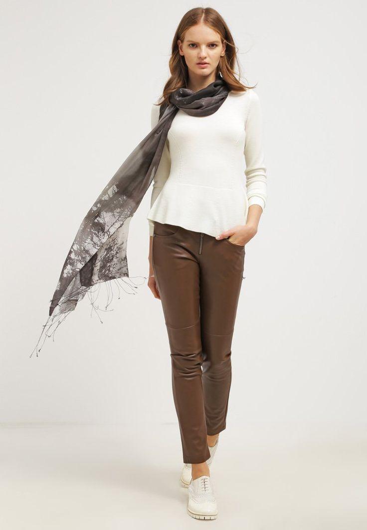Les 25 meilleures id es concernant pantalon marron femme sur pinterest tenues populaires - Tenue avec bottines marron ...